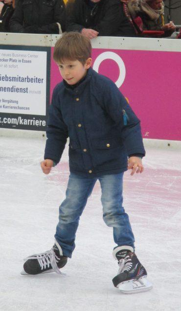 Eislaufen auf dem Kennedyplatz in Essen